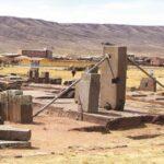 Turistas dañan las piezas arqueológicas de Tiwanaku
