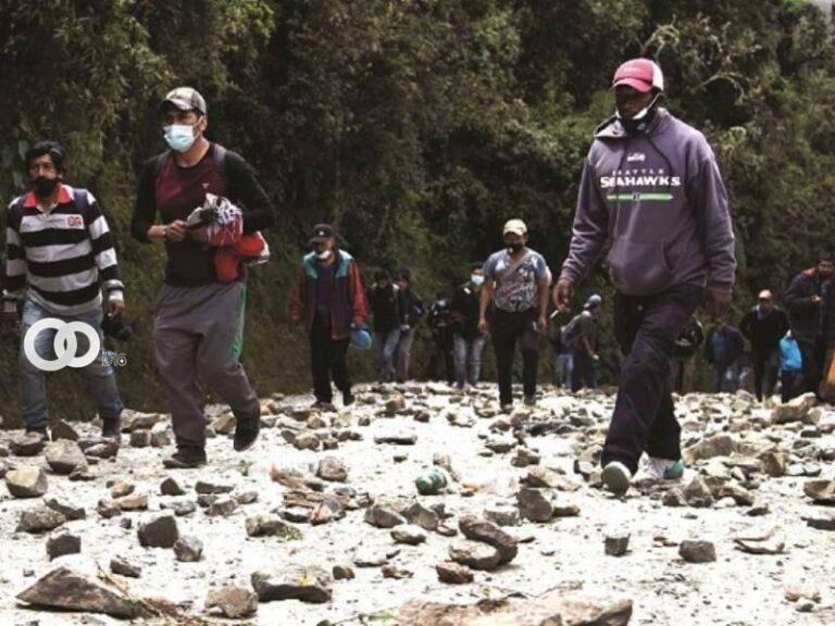 Policía reporta que continúa el bloqueo de los cocaleros en Unduavi