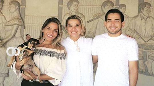 Jeanine Añez y sus hijos