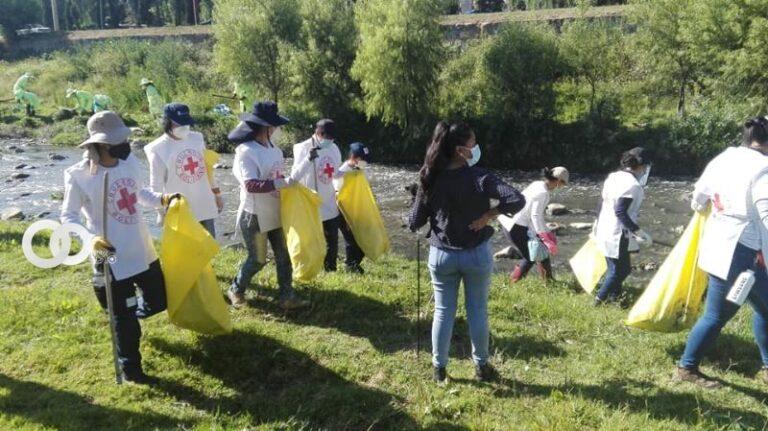 Cochabamba: Más de mil voluntarios se sumaron para limpiar el río Rocha a la cabeza de Alexis Dessard