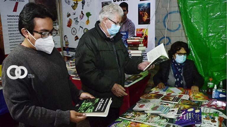 Inicia quinta Expolibro en Cochabamba