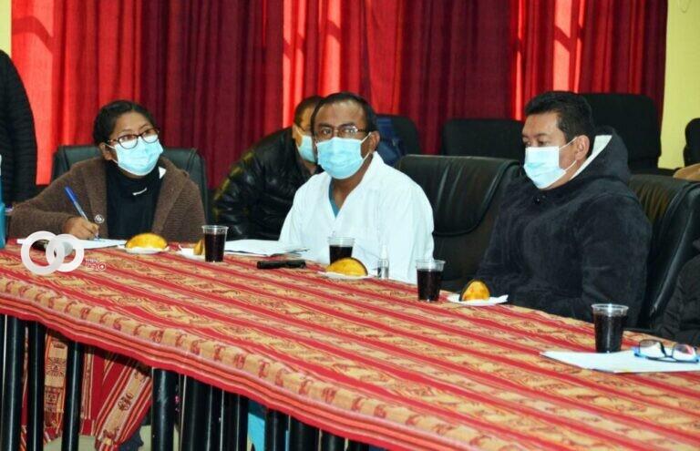Comité Científico de El Alto propone omitir restricción de edad para vacunación contra covid-19