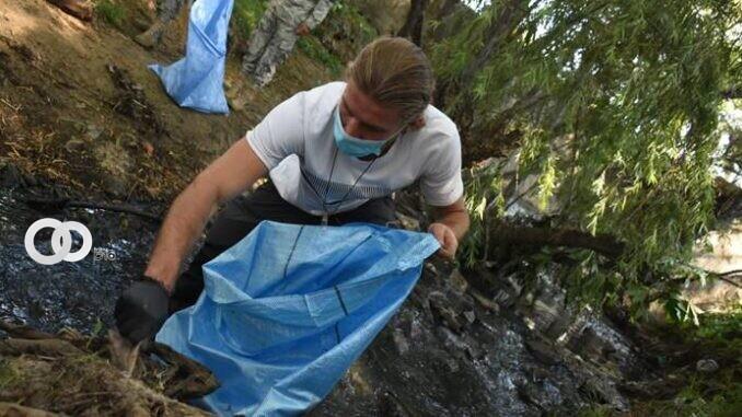 Dessard y más de dos mil personas realizaron la limpieza del canal Isuto en Santa Cruz