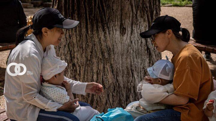 Ante envejecimiento de su población, China autoriza hasta tres hijos por familia