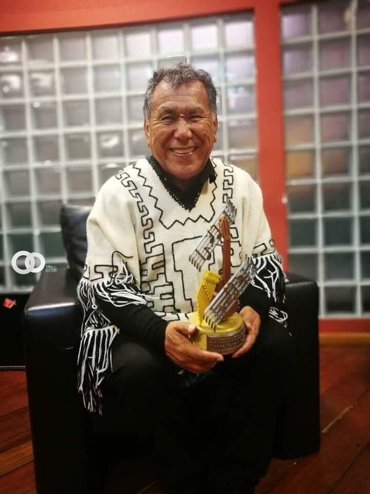 Miembro de los Kjarkas recibe reconocimiento por su trayectoria musical