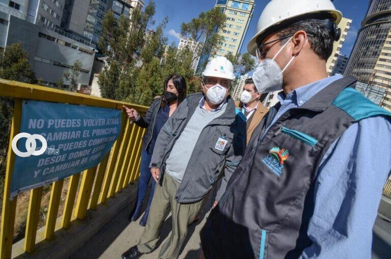 Arias informó que se comenzó con la elevación de barandas del puente de La America