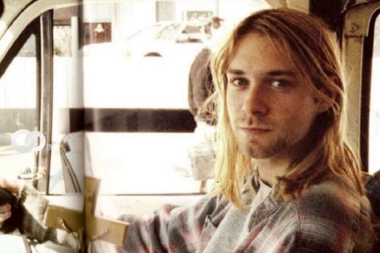 Fan paga más de 14 mil dólares por mechones de pelo de Kurt Cobain