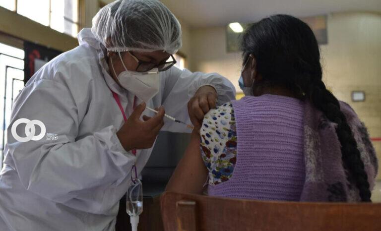 El Gobierno decidió ampliar la vacunación a los mayores de 30 años.