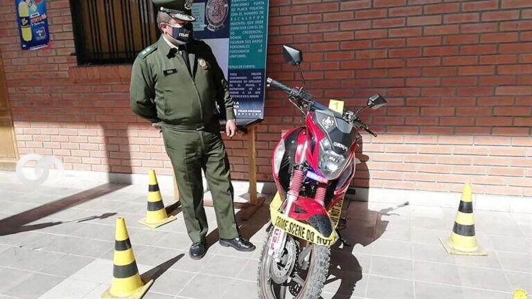 Pareja casi fue extorsionada por un par de jóvenes disfrazados de policías