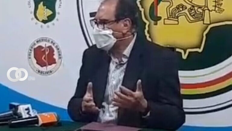 El secretario general del Colegio Médico de Bolivia, Freddy Fernández, este martes en rueda de prensa. Foto: Facebook (Colegio Medico Departamental de La Paz).