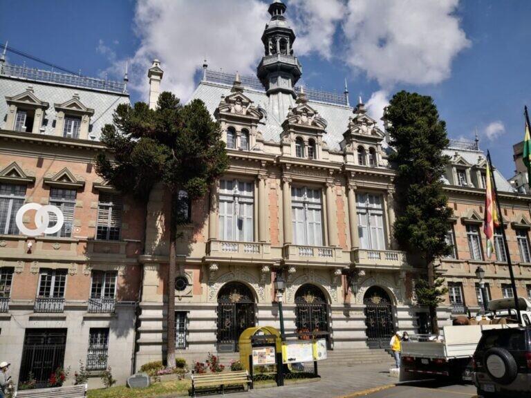 Evalúan la posibilidad de reducir sueldos de la Alcaldía de La Paz