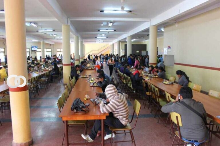 Estudiantes de la UAJMS exigen el beneficio de la beca comedor en Tarija