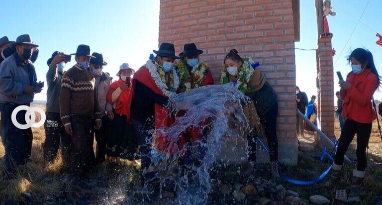 Municipio de Huarina recibe sistemas de agua para fortalecer la producción agropecuaria