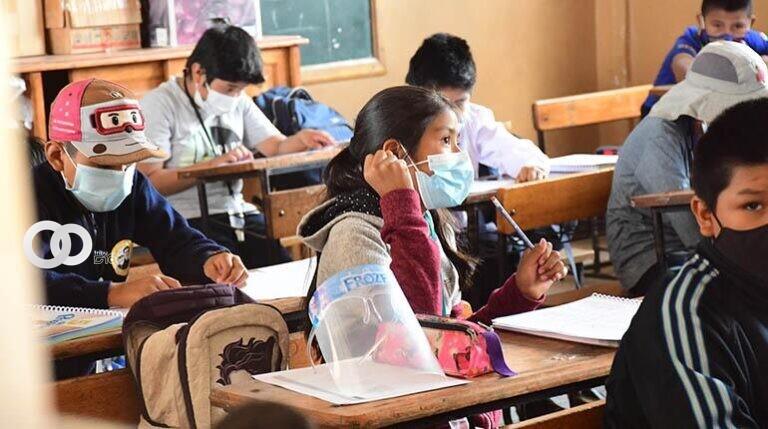 """Larrea asevera que se estaría mandando """"al matadero"""" a estudiantes sin vacunarse"""