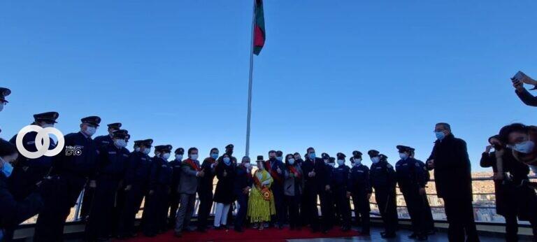 Alcalde de La Paz inicia fiestas julias con iza de bandera