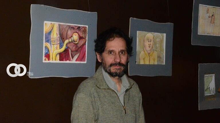 Cineasta realiza exposición de dibujos