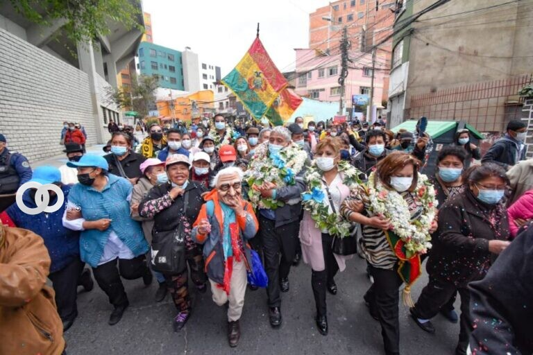 Alcaldía de La Paz entregó aceras del estadio Hernando Siles