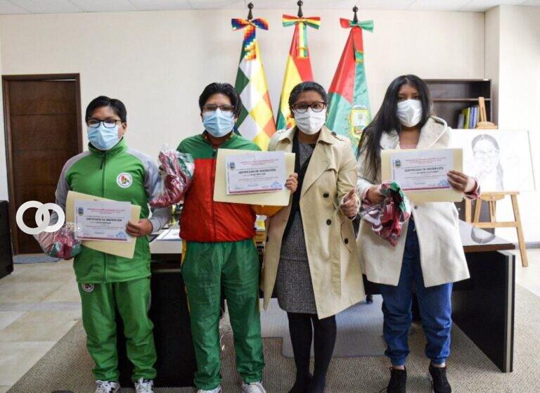 Alcaldesa de El Alto respalda a ajedrecistas alteños que participarán en torneo internacional