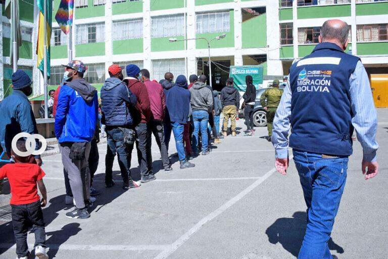 Santa Cruz: 73 haitianos saldrán del país de manera obligatoria