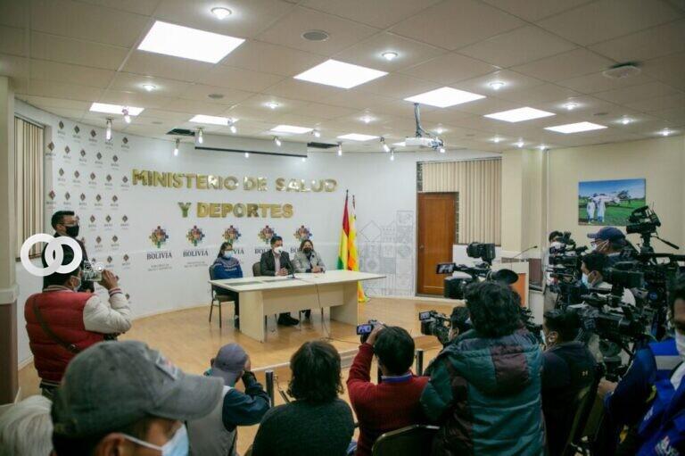 Arce inicia vacunación masiva en la ciudad de El Alto