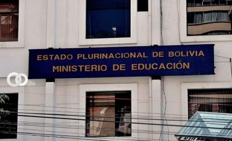 """FELCC allana oficinas del Ministerio de Educación por caso de """"tráfico de exámenes"""""""