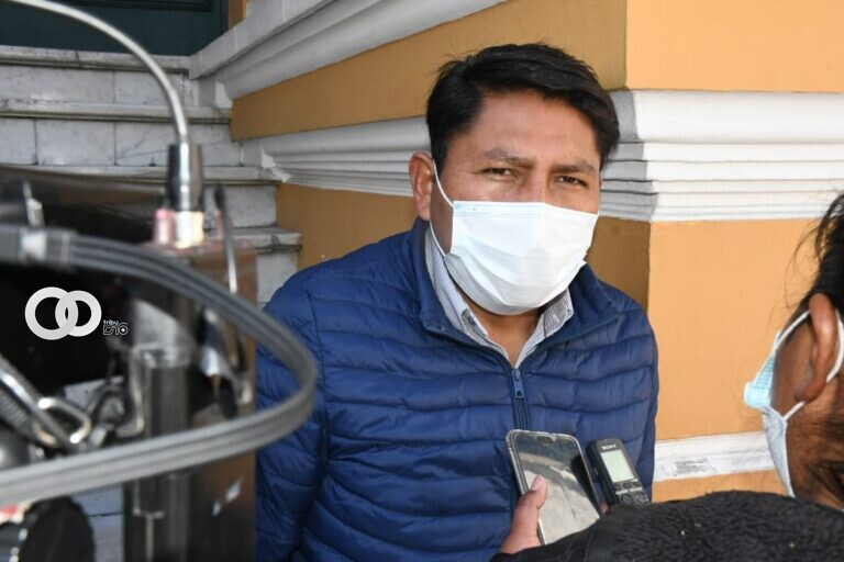 Diputado Angulo no cree conveniente la destitución de Lanchipa