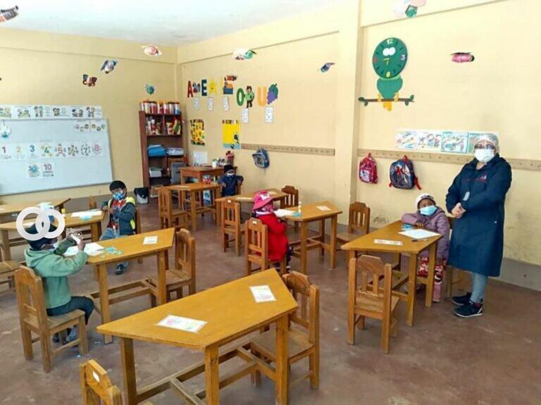 Retorno de clases presenciales en Sucre con implementos de bioseguridad