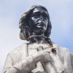 Alcaldía paceña anuncia querella contra los responsables de vandalismo al monumento de Colón