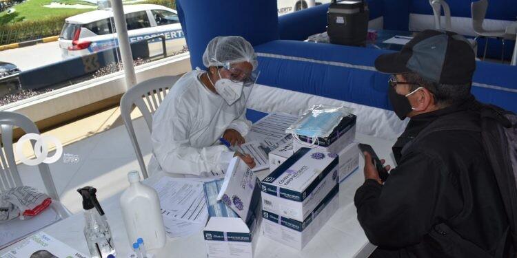 Obras:»Instala centros de vacunación en los aeropuertos del eje troncal»