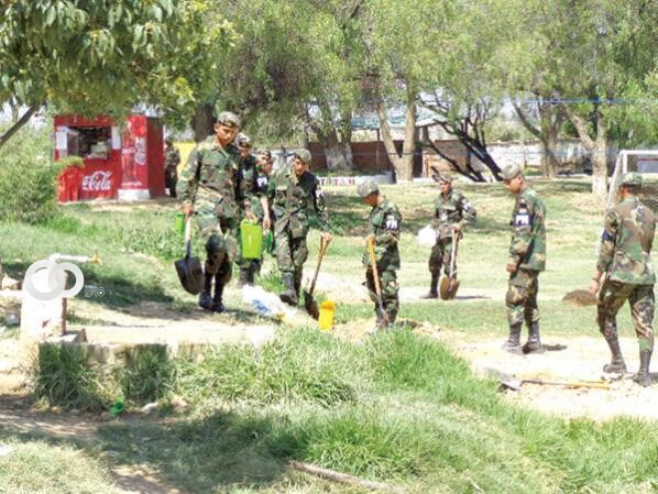Marina Boliviana realiza campaña de limpieza ambiental en Bermejo