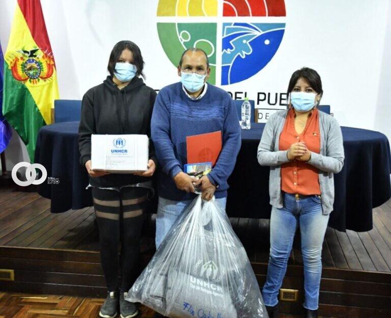 Familias refugiadas en Bolivia reciben ropa, alimentos y utensilios