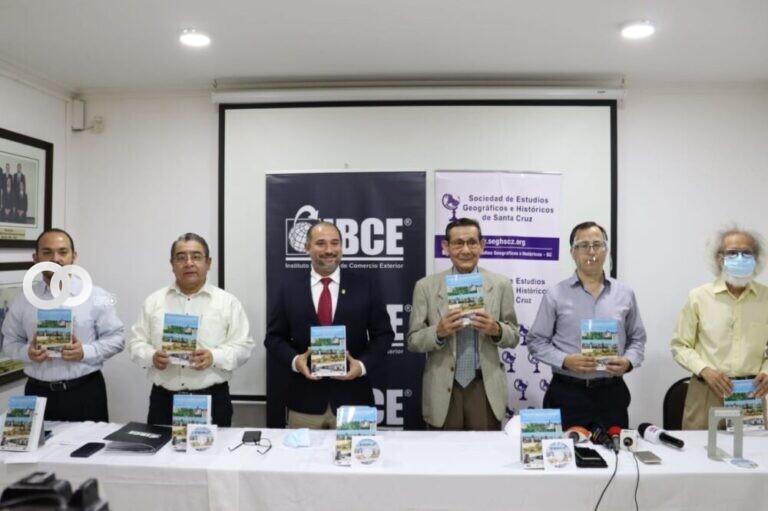 """Presentan el libro """"Modelo de desarrollo Cruceño» un homenaje a Santa Cruz en su Efeméride"""