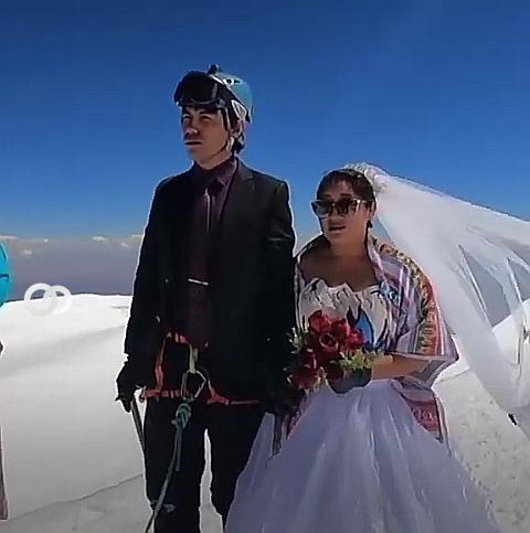 Matrimonio en la cima del illimani boliviano