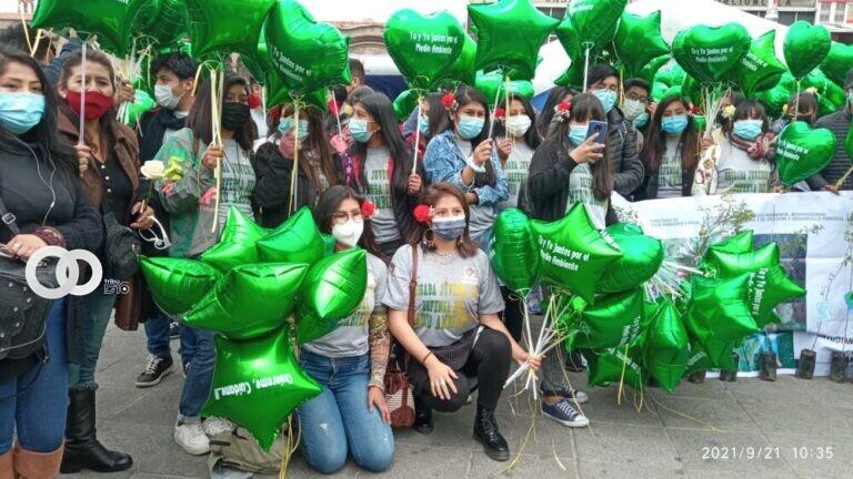 Caravana de brigadista juveniles distribuyeron plantines en defensa del medio ambiente