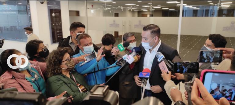 Gobernador de Santa Cruz es advertido con pedirle un informe oral sobre el alcance de vacunas en provincias