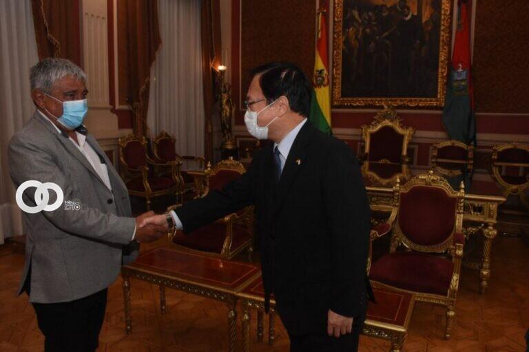 Alcalde paceño y embajador de Japón proyectan la celebración de los 100 años de la Sociedad Japonesa