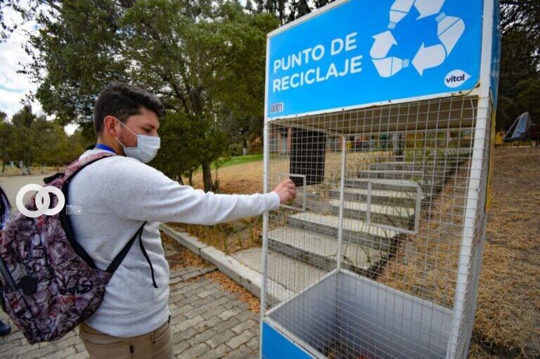 Llegó los contenedores para la recolección de botellas PET al Bioparque Vesty Pakos