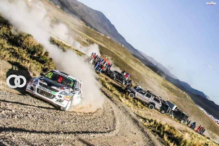Cincuenta pilotos participan en el Rally Oruro
