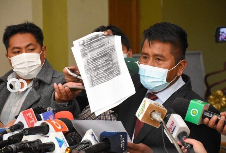 Renuncia irrevocable por el Subalcalde Olorio para defenderse de las denuncias en su contra