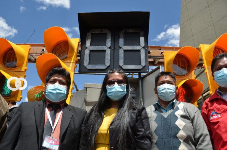 El Alto: Copa entregó un moderno lote de semáforos LED