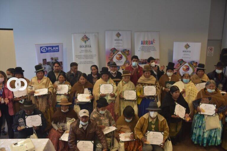 Ministerio de Salud otorga reconocimiento a parteras del departamento de La Paz