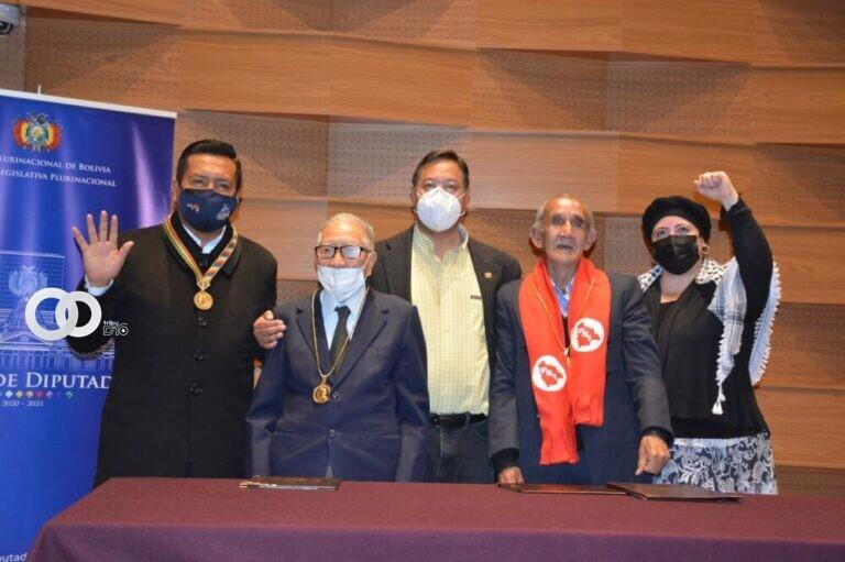 Wálter Vásquez y José Montecinos son condecorados por su vocación al servicio de la democracia