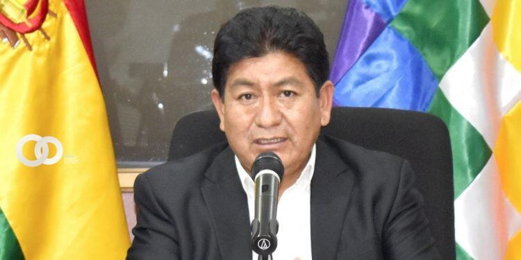 Montaño desafía a un debate público a Calvo sobre los símbolos patrios y la Wiphala