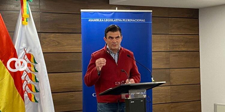 Senador de Comunidad Ciudadana desafía al gobierno a debatir Leyes