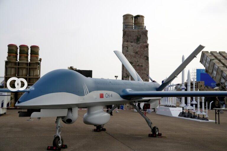 China exhibió sus nuevos aviones y drones